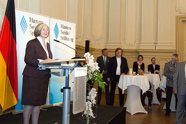 HSS-Vorsitzende Ursula Männle bei der Begrüßungsrede