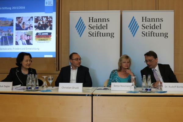 Bok-Suk Ziegler (Moderatorin), Christian Druck, Sonja Naumann, Rudolf Bünte (v. l.n.r.)