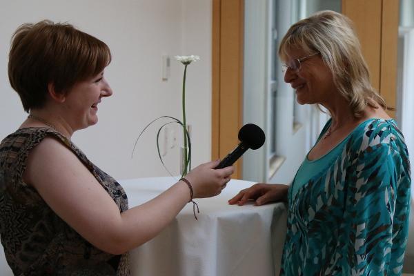 Redakteurin M94,5 Sophie Dechansreiter interviewt Sonja Naumann