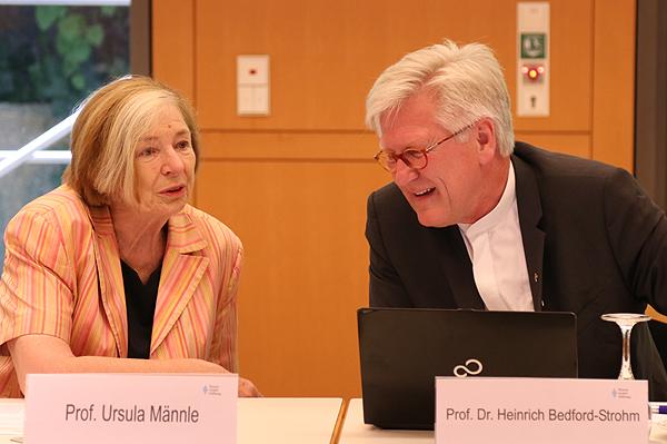 Ursula Männle begrüßte den Landesbischof erstmals in der Stiftung.