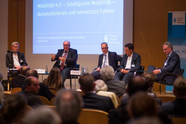 Alexander Kreipl, Andreas Krüger, Karl Heinz Keil (HSS), Klaus Bogenberger und Werner Huber (v.l.n.r.)